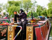 Woman participates in Canalway Cavalcade of traditional boats — Stok fotoğraf
