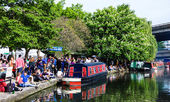 People participate in annual Canalway Cavalcade — Stock Photo