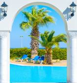 Entrance arch palm view — Stock Photo