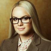 Eyewear concept. Portrait of young beautiful business woman — Stock Photo