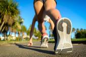 Female runner ready for sprint — Stock Photo
