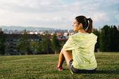 Sportliche Frau eine Pause nach dem Sport — Stockfoto