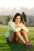 Female athlete portrait in city park — Fotografia Stock