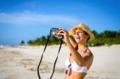 Woman taking selfie photo on tropical vacation — Stock Photo