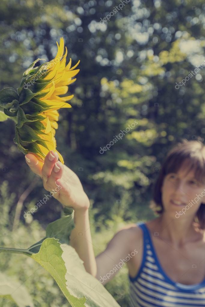 лес девушка раздели
