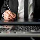 Businessman using a tablet and stylus — Stock Photo