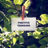Positive Thinking Message Clipped on Green Plant — Stock Photo
