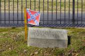 Confederate Flag on Grave of Unknown Soldier Killed at Seven Pines — Stock Photo
