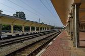Spoorlijn platform van treinstation Ruse — Stockfoto