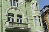 Antiek gebouw met rijke decoratie in centrum van Ruse stad — Stockfoto