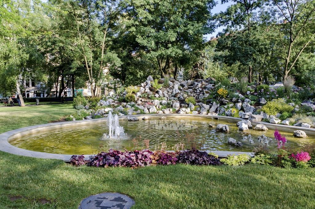 fontana del piccolo giardino dei medici ? foto stock © intsysd ... - Piccolo Giardino Con Fontana