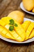 Cut mango — Stock Photo