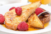 Delicious french toast with raspberries and maple syrup — Stock Photo