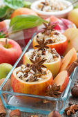 Prepared for baking stuffed apples in a glass form, top view — Stockfoto