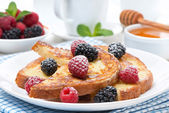 French toast with berries and powdered sugar — Stock Photo