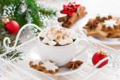Spicy hot chocolate with marshmallows and Christmas decorations — ストック写真