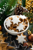 Christmas cookies in the form of stars, vertical — Stockfoto