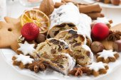 Christmas Stollen with dried fruit, cookies and spices, close-up — Stock Photo