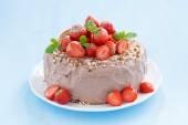 Chocolate cake garnished with fresh strawberries — Stock Photo