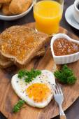 Fried eggs in the form of heart on wooden board, top view — Foto de Stock