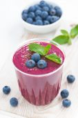 Blueberry milkshake with fresh mint and chocolate, vertical — Stock Photo