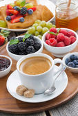 Breakfast with coffee, fresh berries and pancakes, vertical — Stock Photo