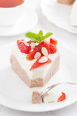 Piece of delicious cake with whipped cream and strawberries — Stock Photo