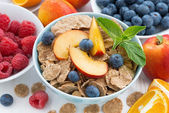 Whole-grain flakes with fresh fruit and berries, top view — Foto de Stock
