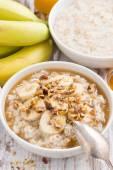 Healthy breakfast - oatmeal with banana, honey and walnuts — Stock Photo
