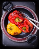 Fresh roasted red and yellow peppers in pot — Zdjęcie stockowe