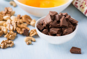 Chocolate chunks in a bowl. Food ingredients. — Stock Photo