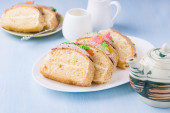 Slices of sponge cake with buttercream on plate — Stock Photo
