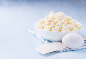 Cottage cheese in white bowl — Stock Photo