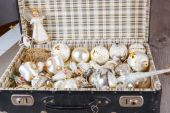 Ancient white Christmas tree toys in antique suitcase — Stock Photo