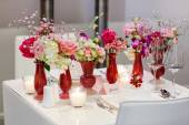 Elegant and romantic table set decoration for wedding or event p — Stock Photo