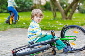 Little kid boy fell down of his first bike — Stock Photo