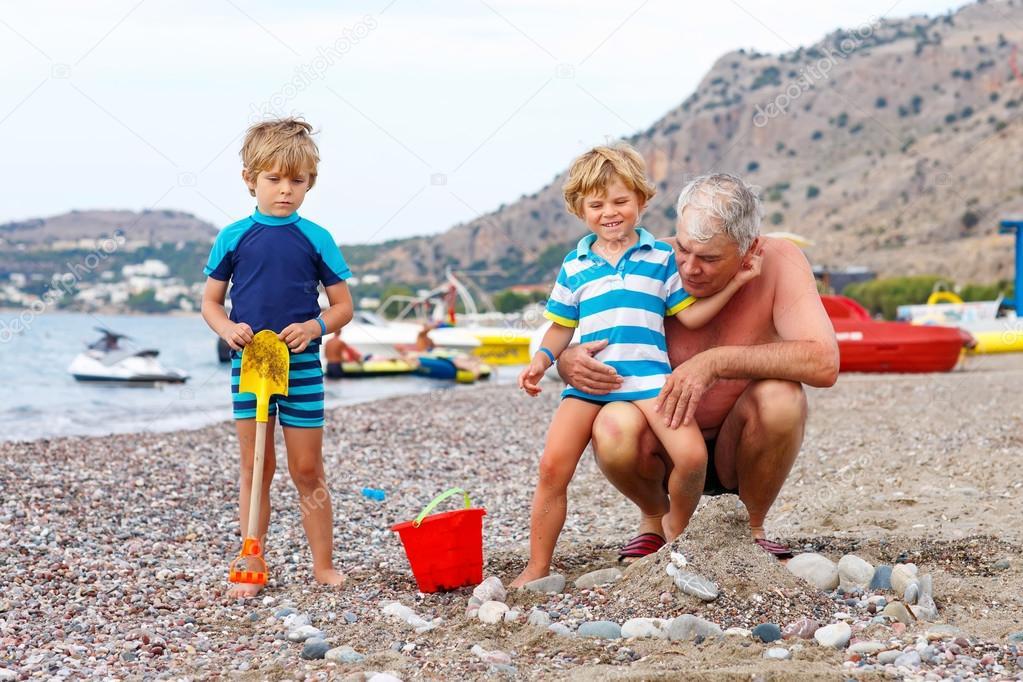 Дед две молодые смотреть онлайн фотоография