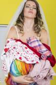 Attractive Young Woman Carrying Laundry — Stockfoto