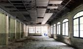 Terk edilmiş bir fabrika iç — Stok fotoğraf