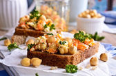 Sandwich with carrots, cheese and chickpeas — Stock Photo