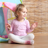 Girl playing in her little children house. — Stock Photo