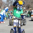 Indiana Pacers Mascot Boomer greeting people at the Annual St Patrick's Day Parade — Stock Photo #66900887