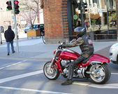 Motorcycle rider waiting at red light at Downtown Hannover — Stock Photo