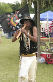 Famous Native American flutist Mike Serna playing his flute at Miami All Nations Gathering — Stock Photo