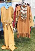 Kızılderili giysileri Satılık — Stok fotoğraf