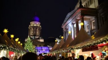Christmas market at Gendarmenmarkt in Berlin — Stock Video