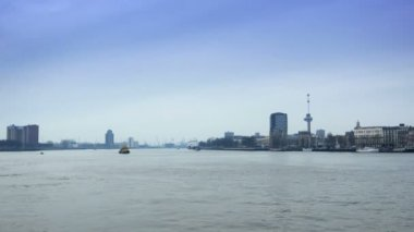 The river of Rotterdam from the Erasmusbrug — Stock Video