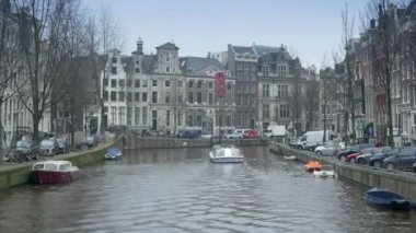 Canal and historic houses at Herengracht. — Stock Video