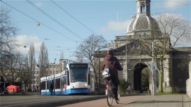 Trams, cars, people and bicycles are passing by — Stock Video