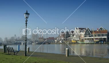 A view to the harbor and the Ijsselmeer in this touristic fishing village. — Wideo stockowe